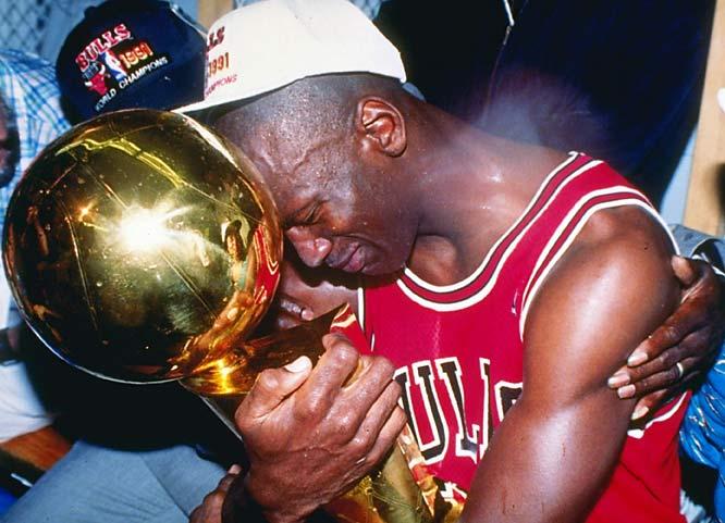 Legendarne slike NBA lige Michael-jordan-first-trophy