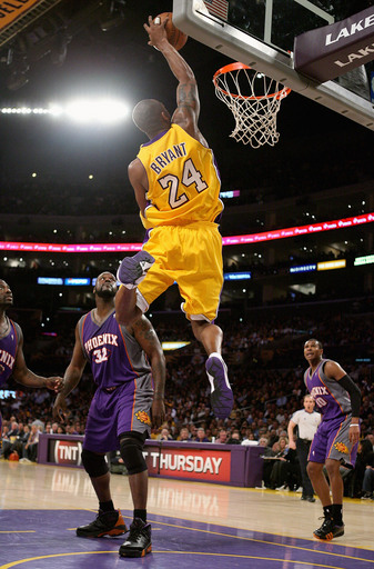 Nate robinson dunking over shaq